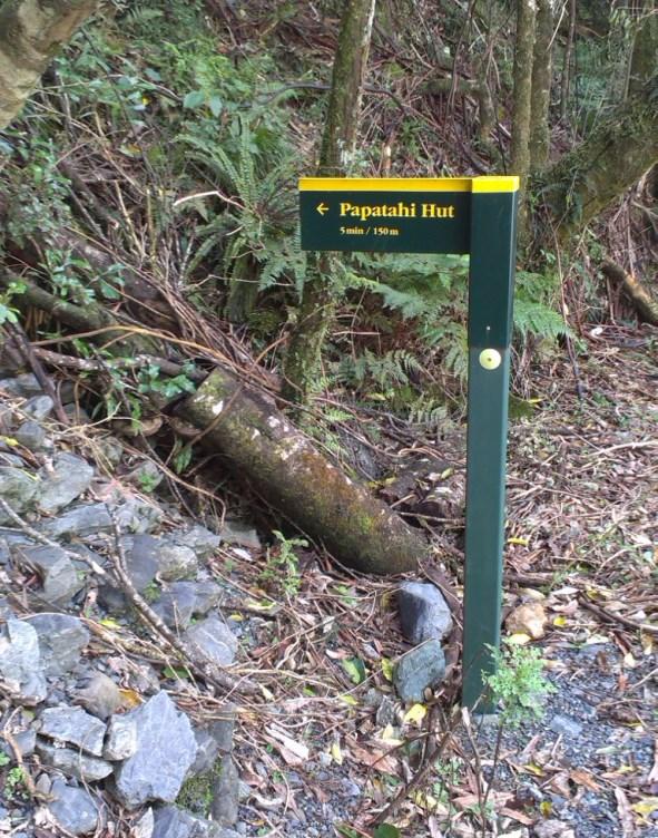 Papatahi hut signage